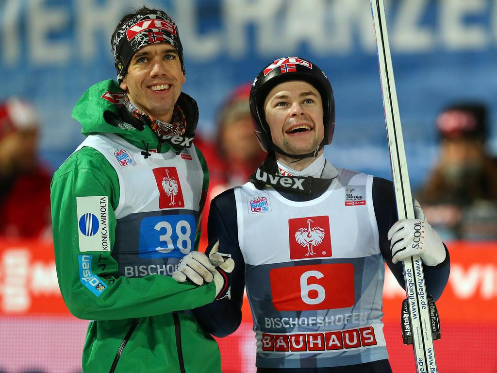 Skispringen: Bardal und Jacobsen Hand in Hand