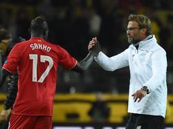 Liverpool-Teammanager Klopp (r.) deutet einen Verkauf von Mamadou Sakho an