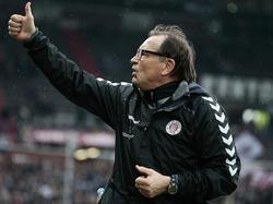 Bleibt bis 2018 in Hamburg: Ewald Lienen