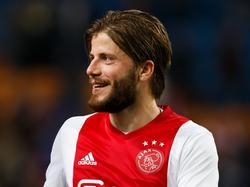 Lasse Schöne heeft het naar zijn zin tijdens de wedstrijd Ajax - Excelsior. (29-10-2016)