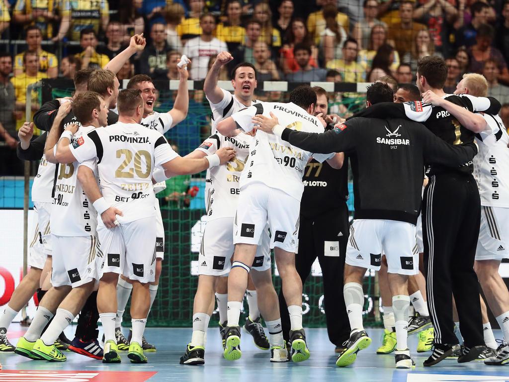 Der THW Kiel feiert den Einzug ins Viertelfinale der Handball-Champions-League