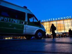 Nach Krawallen in Köln müssen sich vermeintliche Fußball-Fans vor Gericht verantworten