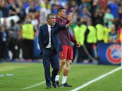 Fernando Santos und der verletzte Cristiano Ronaldo coachten die letzten Minuten zusammen