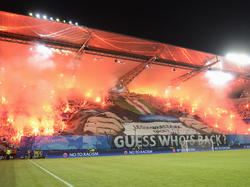 Legia-Fans brennen ihren Block beim CL-Auftakt gegen Borussia Dortmund ab