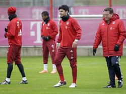 Serdar Taşçı (M.) fehlt Bayern München in Leverkusen