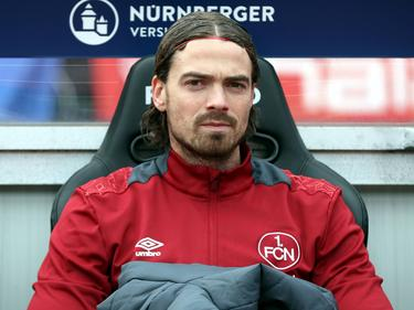 David Bulthuis neemt plaats op de bank tijdens het competitieduel 1. FC Nürnberg - VfL Bochum (26-02-2017).