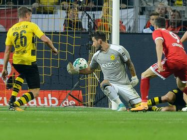 Entscheidende Szene: Kurz vor Schluss landete der Ball nach einem Gewühl im BVB-Netz
