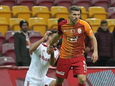 Lukas Podolski (r.) könnte bald einen neuen Trainer bei Galatasaray bekommen