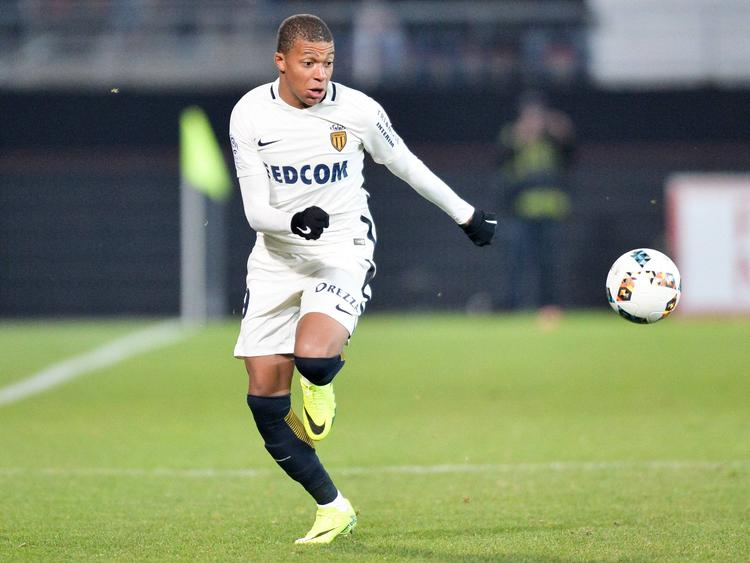 AS Monacos Kylian Mbappé hat den Ball stets im Blick
