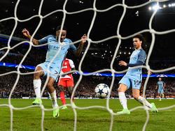 Leroy Sané (r.) ist aktuell der gefeierte Held bei Manchester City