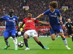 David Luiz (dcha.) en un partido contra el Manchester United. (Foto: Getty)