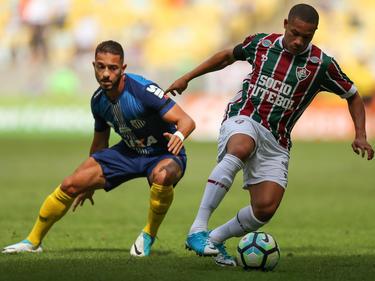 Wellington Silva (dcha.) en un duelo contra el Santos. (Foto: Getty)