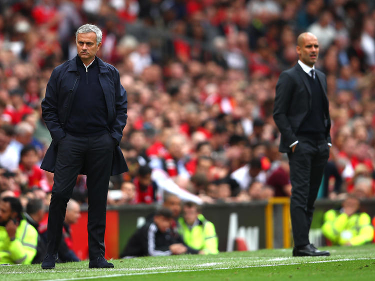 José Mourinho (l.) trifft im Manchester-Derby auf Pep Guardiola