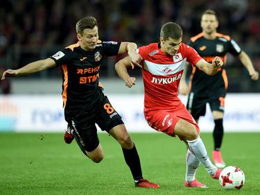 Schalke 04 hat bei Roman Zobnin (r.) angefragt