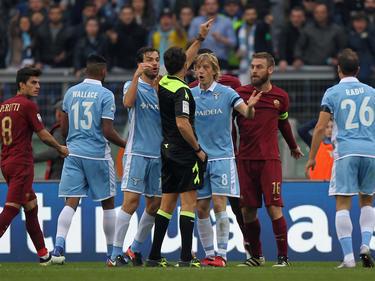 Wie es sich für ein Derby gehört gab es Tumulte und eine Rote Karte