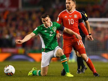 Seamus Coleman (v.) hat im Spiel gegen Wales einen doppelten Beinbruch erlitten