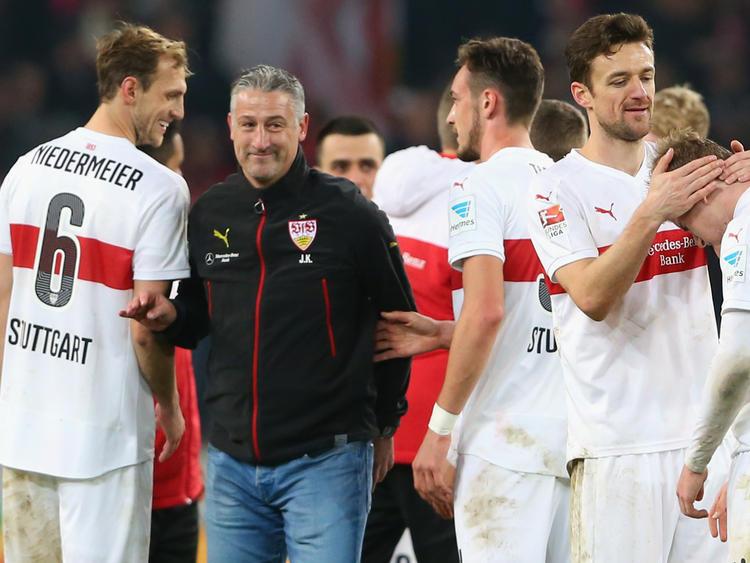 Jürgen Kramny bildet mit seinen Spielern eine echte Einheit