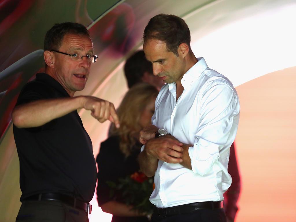 Prangert Verhalten aller Vereine an: Oliver Mintzlaff (r.)