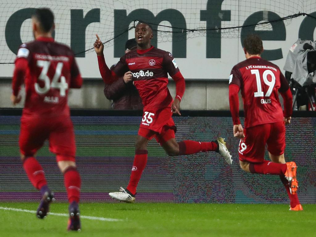 Osawe ließ nach seinem Treffer zum 1:0 den Betze beben. (24.10.2016)