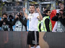 Lukas Podolski erzielte sein zwölftes Tor des Monats im DFB-Dress