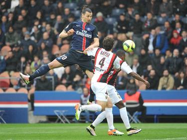 Baysse ve como Zlatan remata un balón en la Ligue 1. (Foto: Getty)