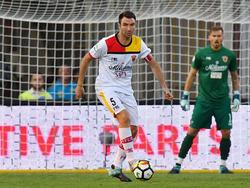 Fabio Lucioni, capitán del Benevento, en un duelo ante el Bolonia. (Foto: Getty)