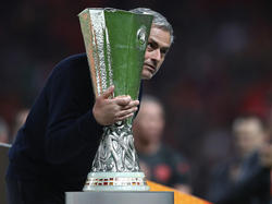 Mourinho und seine Stars haben den Pokal den Opfern der Terrorattacke gewidmet