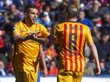 Jordi Alba (l.) hatte großen Anteil an Levantes Eigentor zum 0:1