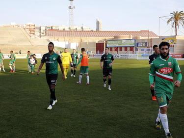De spelers van FC Groningen en MC Alger lopen van het veld na het oefenduel dat gehouden werd in Spanje. De Algerijnen winnen met 1-0. (06-01-2015)