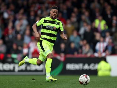 Elias Kachunga spielt weiterhin für Huddersfield Town