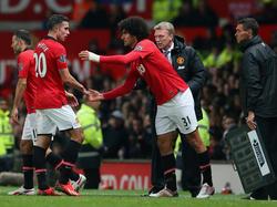 Robin van Persie wordt tijdens het duel met Arsenal vervangen door Marouane Fellaini. (10-11-2013)