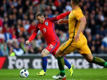 Englands Wayne Rooney (l.) traf gegen Australien