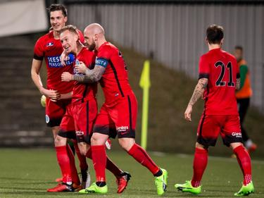 Mark Diemers is het middelpunt van de feestvreugde. De Graafschap wint met 0-3 van FC Dordrecht. (24-02-2017)