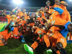 Die Elfenbeinküste im Freundentaumel! Nach einem Elfmeter-Thriller, bei dem erst das Duell der Torhüter die Entscheidung zum 9:8 für die Elefanten brachte, feiern die Ivorer die Afrika-Meisterschaft 2015 in Äquatorialguinea.
