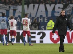 HSV-Coach Gisdol (r.) und seine Schützlinge müssen punkten