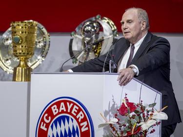 Uli Hoeneß nimmt bereits Glückwünsche zur Meisterschaft entgegen