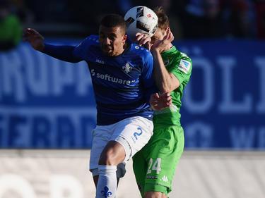 Der 1. FC Kaiserslautern leiht Leon Guwara (l.) aus