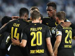 Schwarz-gelbe Jubeltraube: Der BVB siegt in Magdeburg