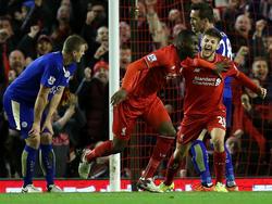 Benteke (2.v.l.) lässt Liverpool jubeln