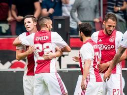 Ajax viert de 1-0 van Nick Viergever (l.) tijdens het competitieduel Ajax - Vitesse (11-09-2016).
