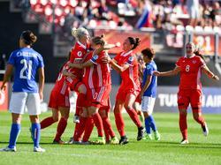 Russland (in rot) gewinnt erstmals bei einer EM