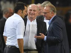 HasanSalihamidžić (l.) im Gespräch mit Uli Hoeneß und Karl-Heinz Rummenigge