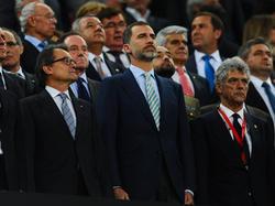 El Rey de España, Felipe VI, (ctr.) fue testigo de la sonora pitada al himno nacional. (Foto: Getty)