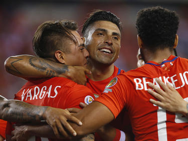 Eduardo Vargas (l.) erzielte zwei Treffer für Chile