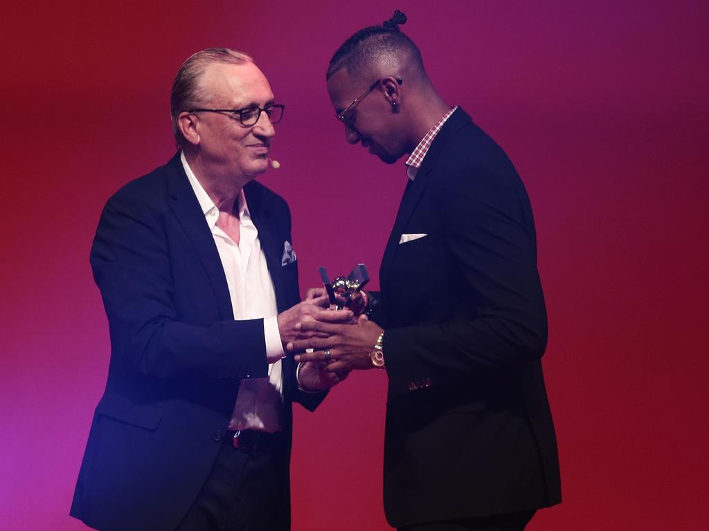 Boateng (r.) bekam am Montag den Sonderpreis der