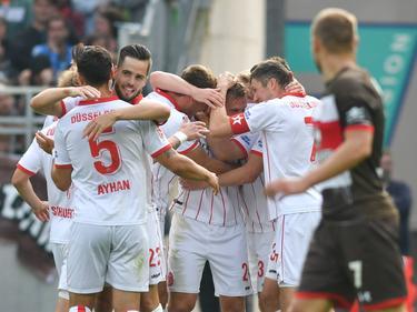 Düsseldorfer Jubel beim FC St. Pauli über die erneute Tabellenführung