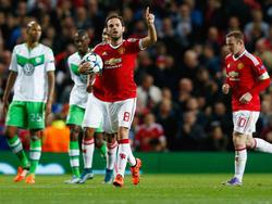 Juan Mata bejubelt seinen Elfmetertreffer zum Ausgleich für Manchester United