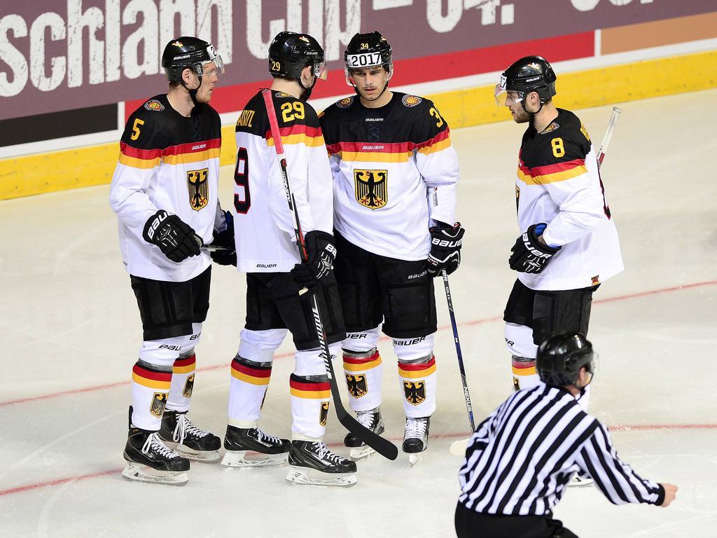Deutschlands Eishockey-Cracks Benedikt Brückner, Leon Draisaitl, Benedikt Kohl und Tobias Rieder (v.l.n.r.) schüren Zuversicht
