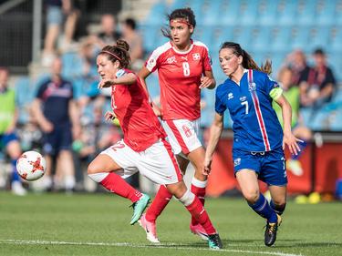 Die Schweizerinnen (in rot) dürfen wieder vom EM-Viertelfinale träumen