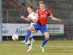 Max Dombrowka (r.) hat läuft auch in Zukunft für Unterhaching auf